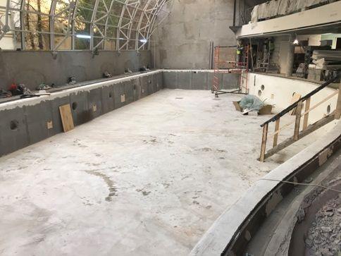 Работы по оштукатуриванию большого бассейна