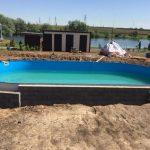 Заливка воды в сборный бассейн