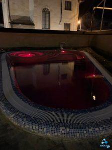 Открытый бассейн с подсветкой